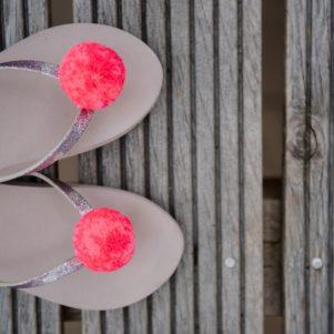 Pom Pom Shoe Clip large pink speck